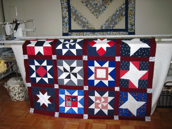prim en white love patchwork the in quilt patriotic and square americana quilts pinterest pretty colchas card stripes red blue manta pin stars